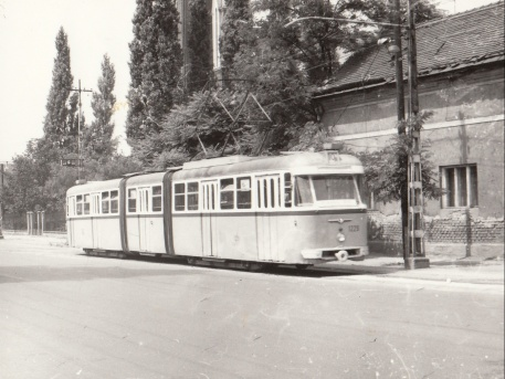 1983. Rákospalota, Kossuth utca, háttérben a templom