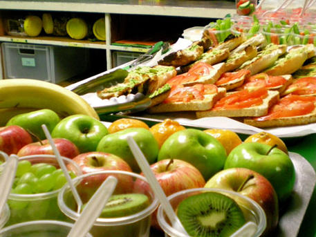 Egészséges ételeket az iskolai büfékbe