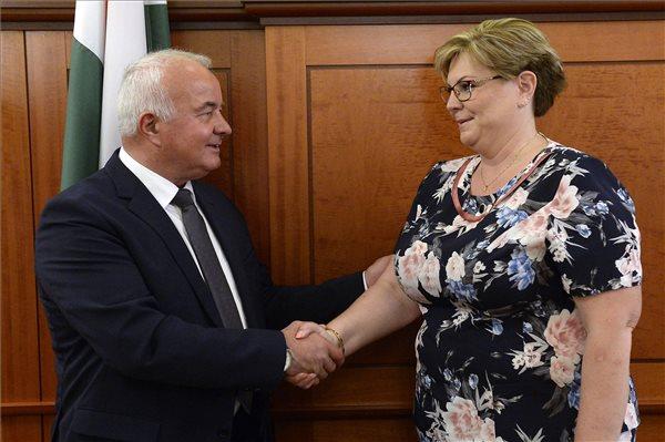 Hajdu Lászlót és Németh Angélát igyekeznek lejáratni ismeretlenek (fotó: MTI)